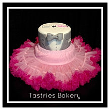 Ties or Tutus Baby Reveal Cake