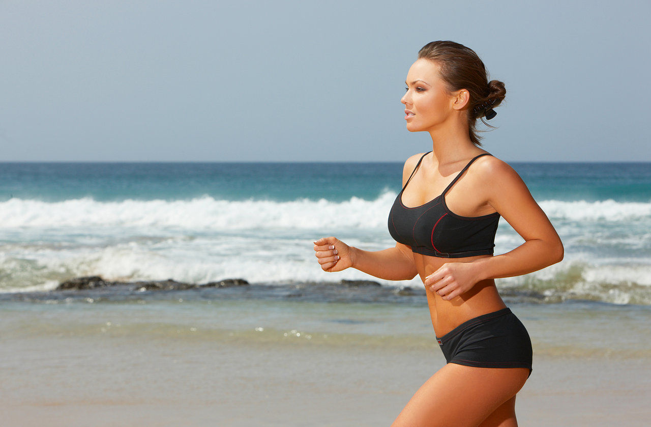 Спортивные девушки на пляже, Сексуальные девушки на пляже Ежедневный мужской 4 фотография