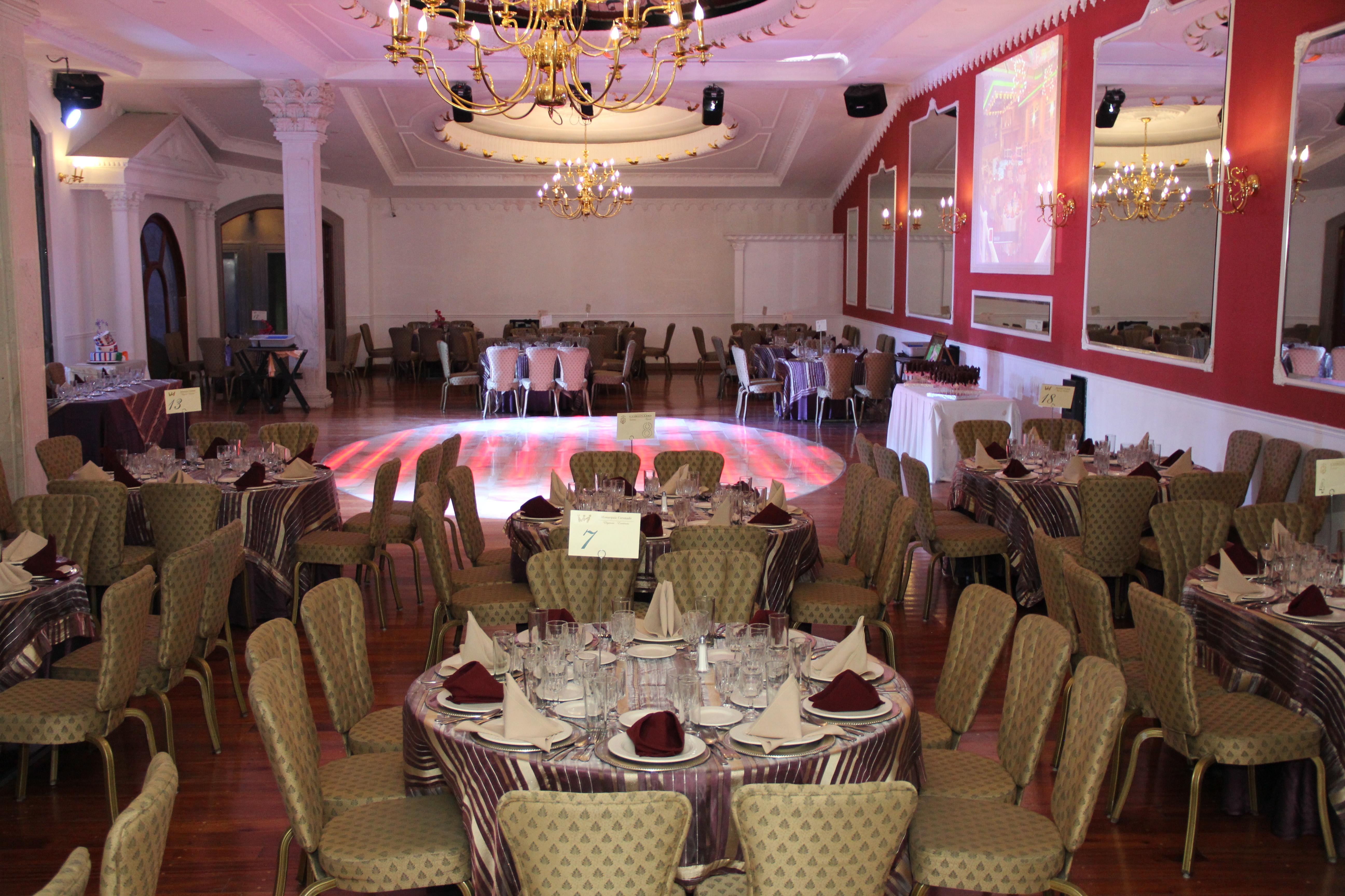 Salones de fiestas en el df monarquia coronado img 0120 jpg for Menzah 5 salon de the