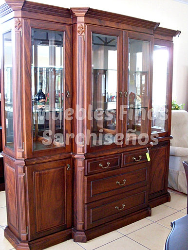 Muebles finos de sarchi trasteros vitrinas bufeteras for Trasteros de madera
