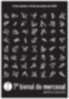 Para a marca da 7ª Bienal do Mercosul, os curadores editorias criaram uma equação visual, um isotipo que integra e relaciona a Fundação Bienal do Mercosul e a 7ª edição do evento como partes indissolúveis de um todo. O símbolo cresce e transforma-se como um organismo vivo, mas também a sua identidade. Os pontos do isotipo representam as sete exposições exibidas durante a Bienal e as linhas representam os três programas: Projeto Pedagógico, Programa Editorial e Radiovisual. A combinação desses dez elementos gera incontáveis formas. Assim, a marca articula-se como um sistema caracterizado pela mobilidade contínua, nunca é usado o mesmo isotipo em mais de uma peça gráfica. Essa mobilidade, que esta na base de todo processo criativo, nutre as ações da 7ª Bienal, que foram pensadas para um espectador participativo e aberto aos acontecimentos.