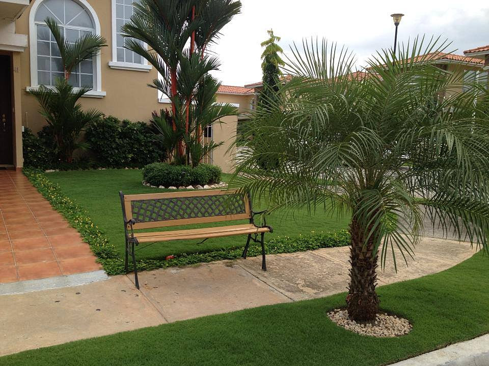 Dise o y construcci n de jardines en panam for Jardines con madera y piedra