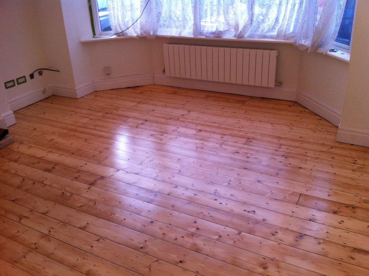 The london wood flooring co - Gap Filing Sanding And Varnishing Pine Wood Floor Jpg
