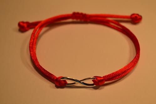 Оберег из красных ниток своими руками