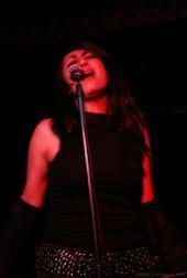 elle-squab-singing