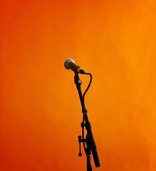 microphone jon-tyson-zoG585VYsV8-unsplas