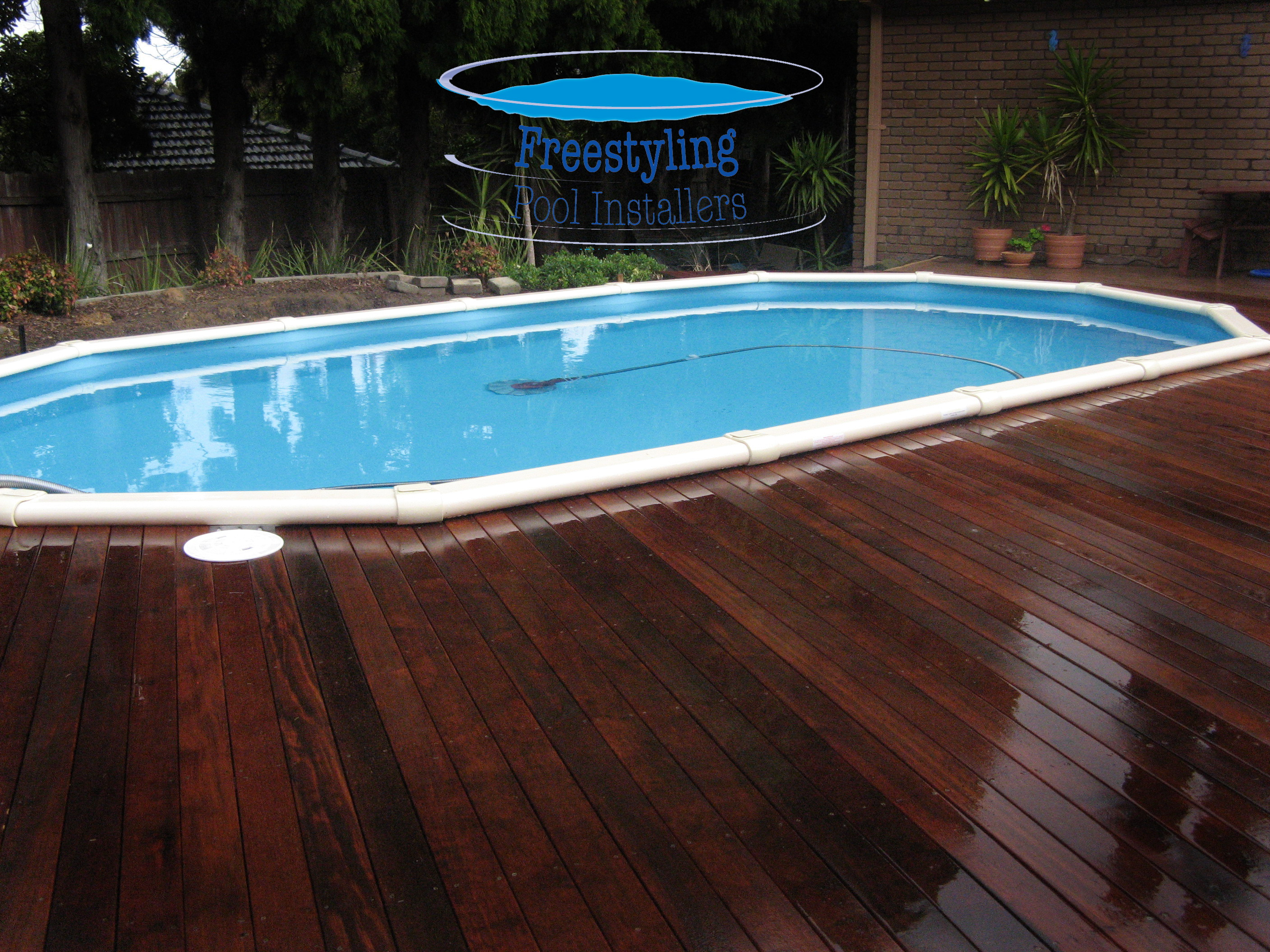Freestyling pool installers melton melbourne above for Above ground pool installation