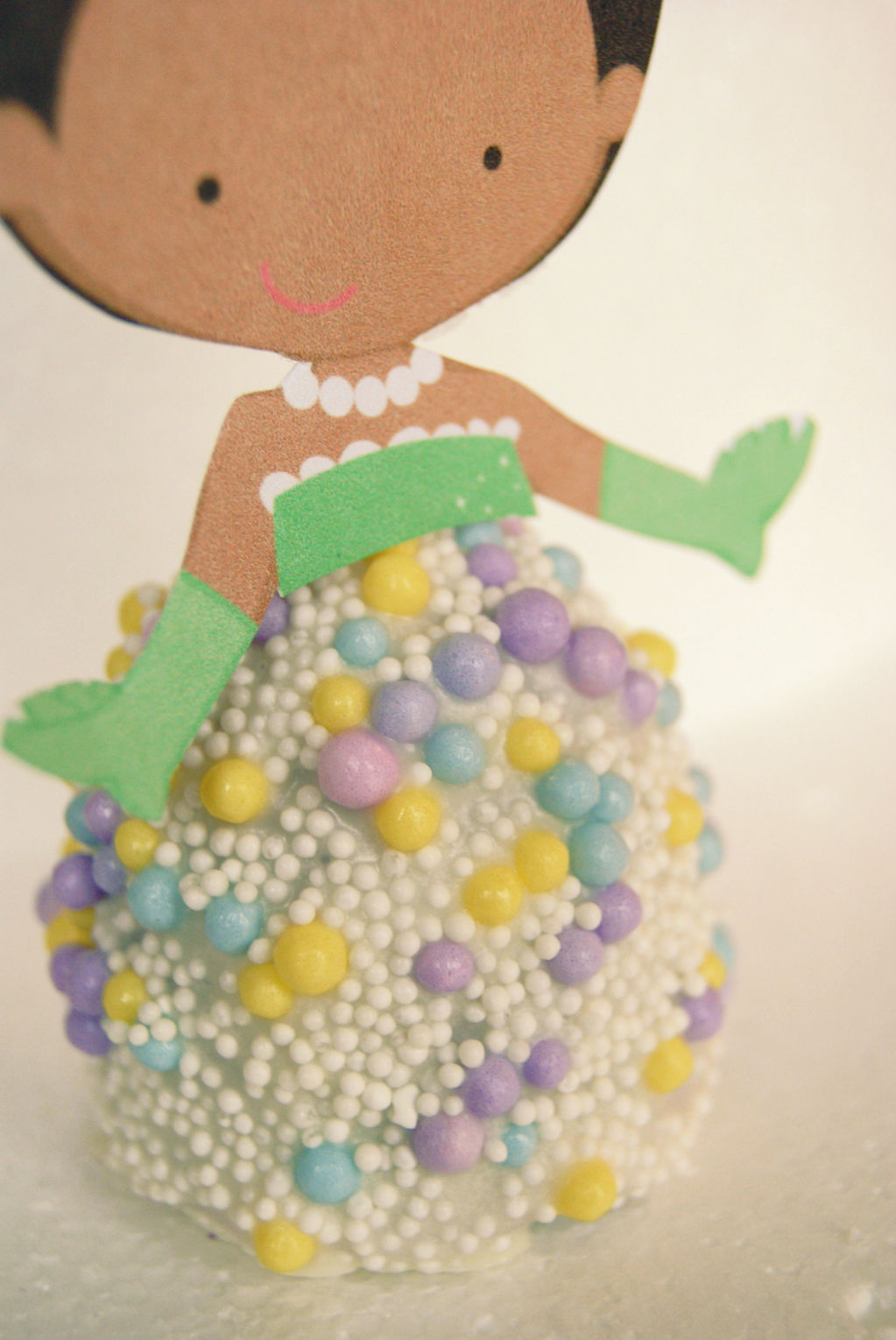 Pearl princess cake pop