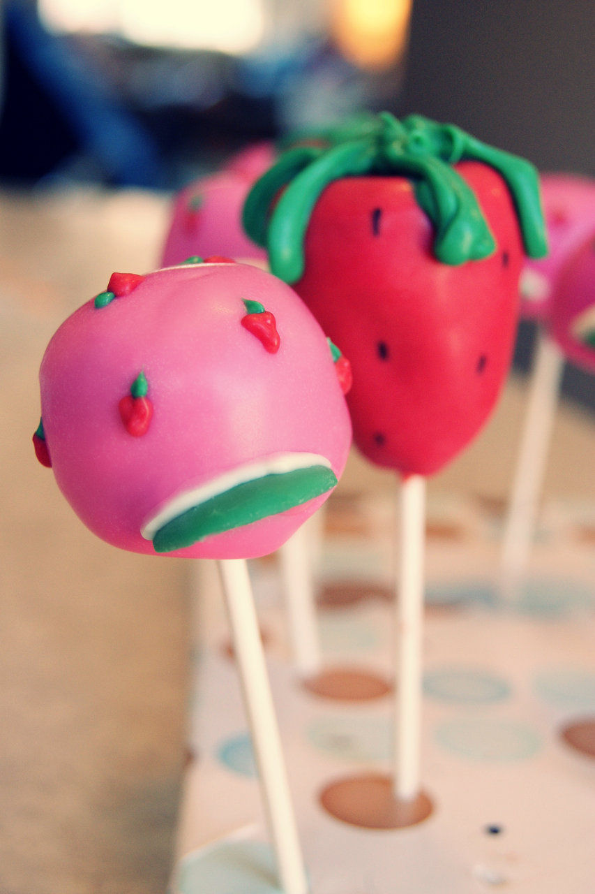 bonnet cake pop