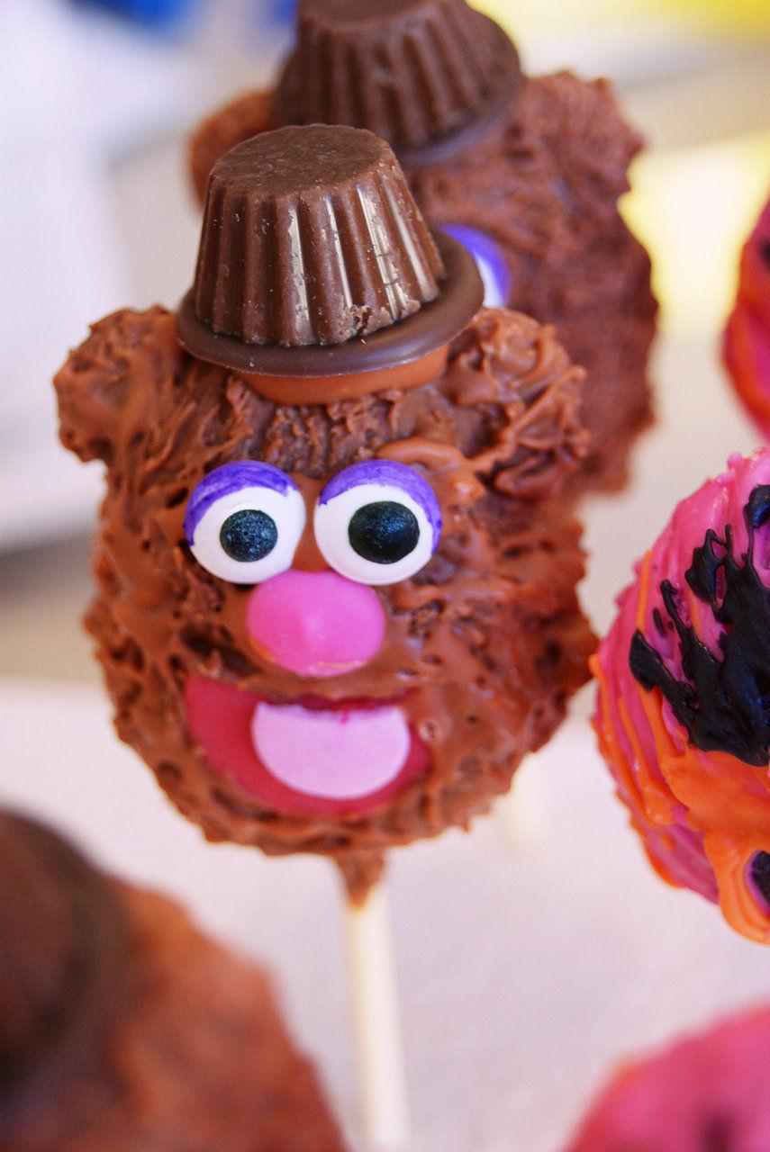 Fozzie Bear cake pop