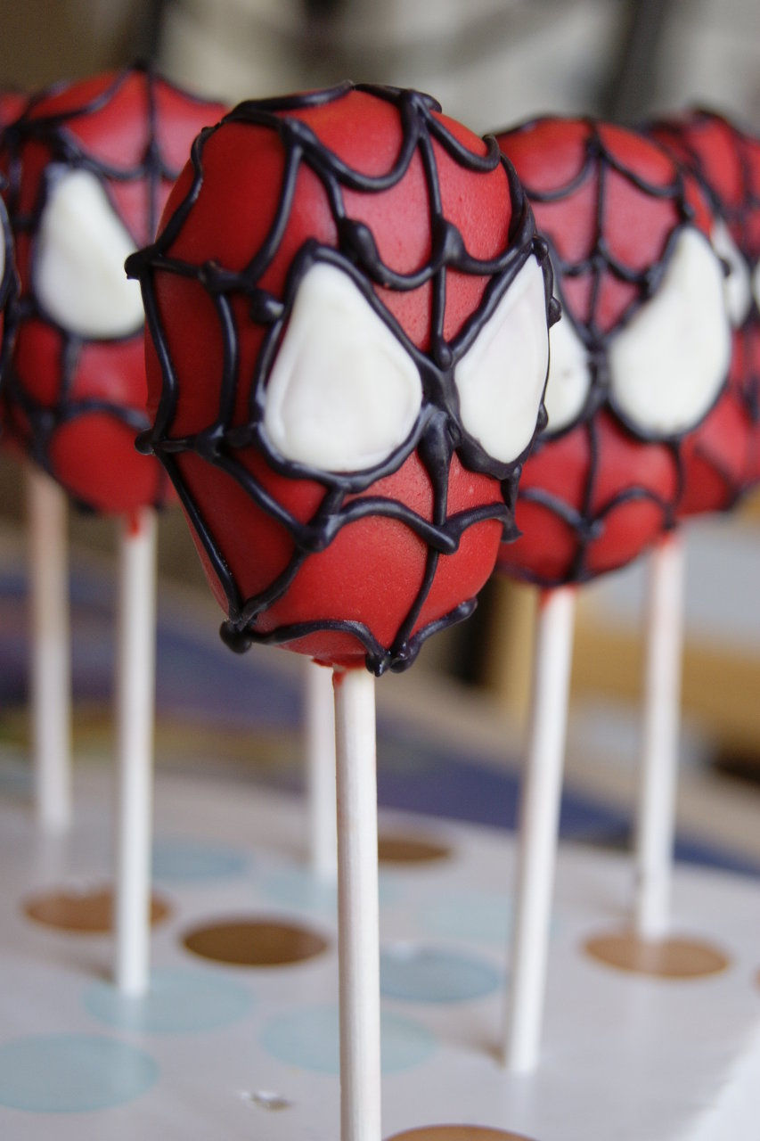 Spiderman cake pop