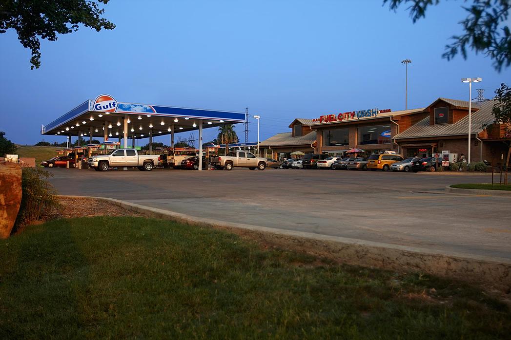 De ingang van Fuel City