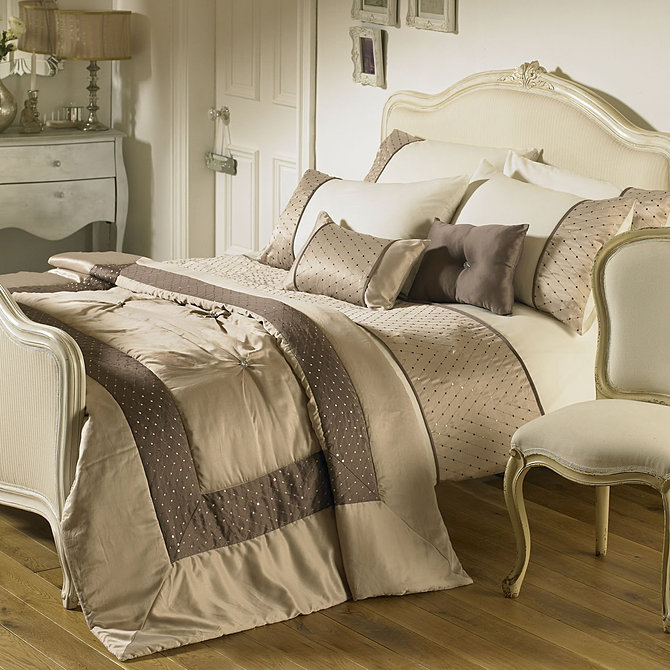 Curtains and Bedding Shop - Curtain & Luxury Bedding Supplier in Spain