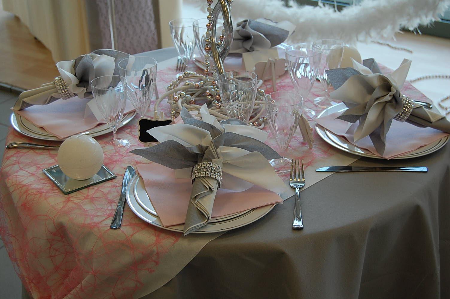 Isata 1er en normandie sur la d coration de table usage - Nappe rose poudre ...