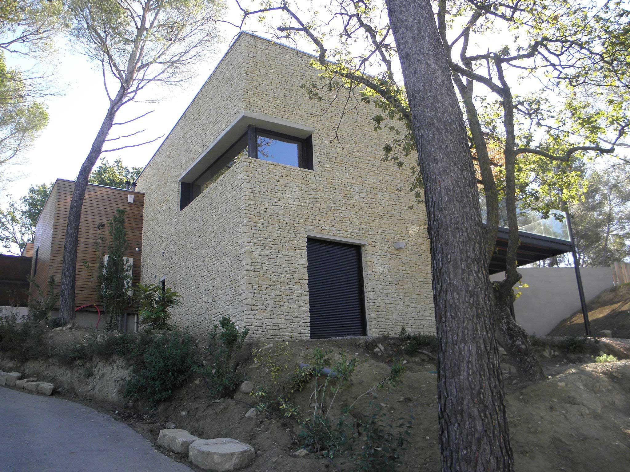 Maison contemporaine pernes for Bardage maison contemporaine