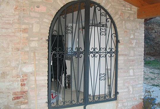 Montaggio ringhiere cancelli finestre ferro battuto - Finestre in ferro battuto ...