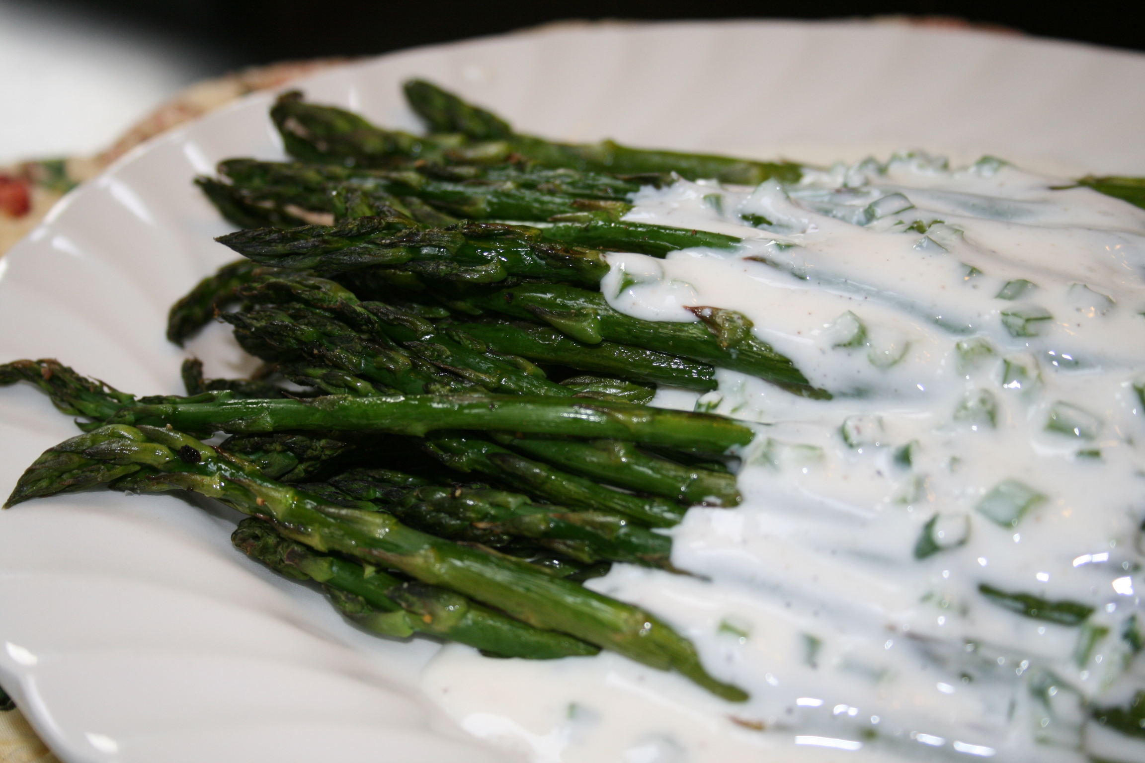 Roasted Asparagus with with Creamy Yogurt Ranch Dressing ...