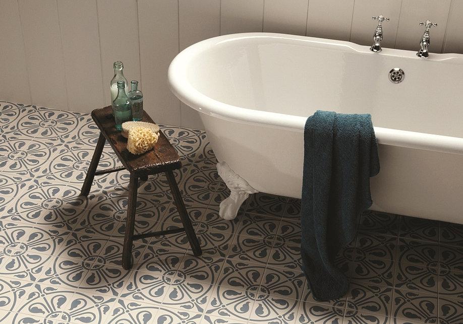 Bad badezimmer badgestaltung for Dekorfliesen badezimmer