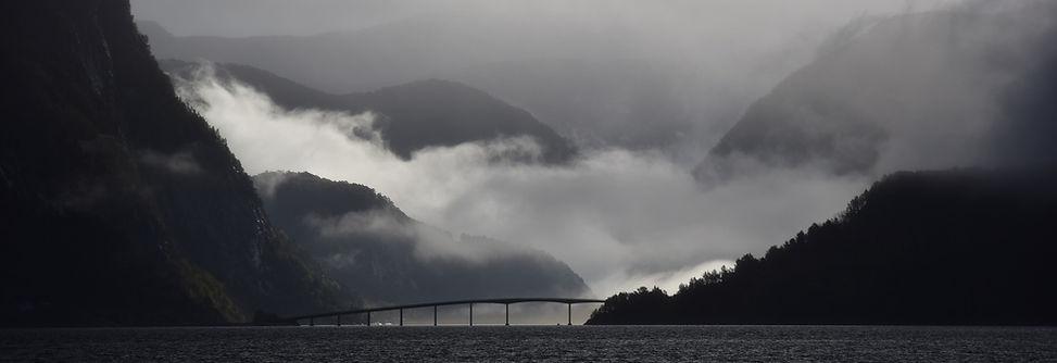 Berge im Nebel.jpg