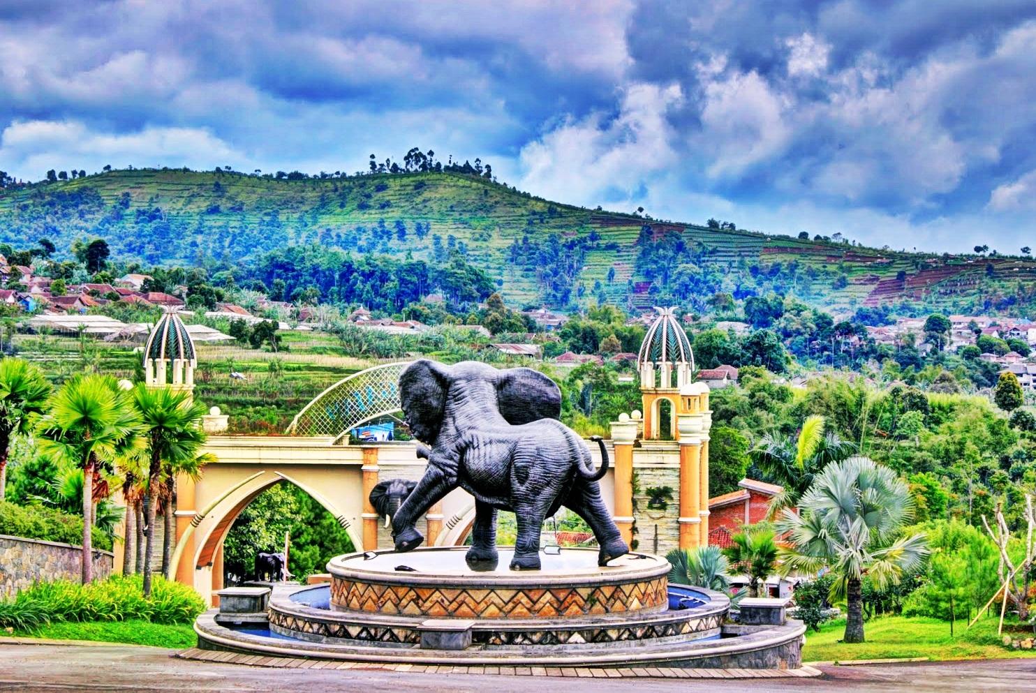Kampung Gajah Wonderland Hotel Bandung Bandung City Rose