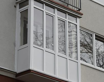 Застекление нижней части балкона или частичное застекление..