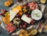 PLATEAU CHARCUTERIES ET FROMAGE ISTOCK.j