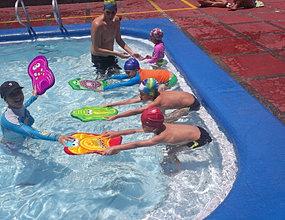 Clases de natacion y club de natación para niños en medellin