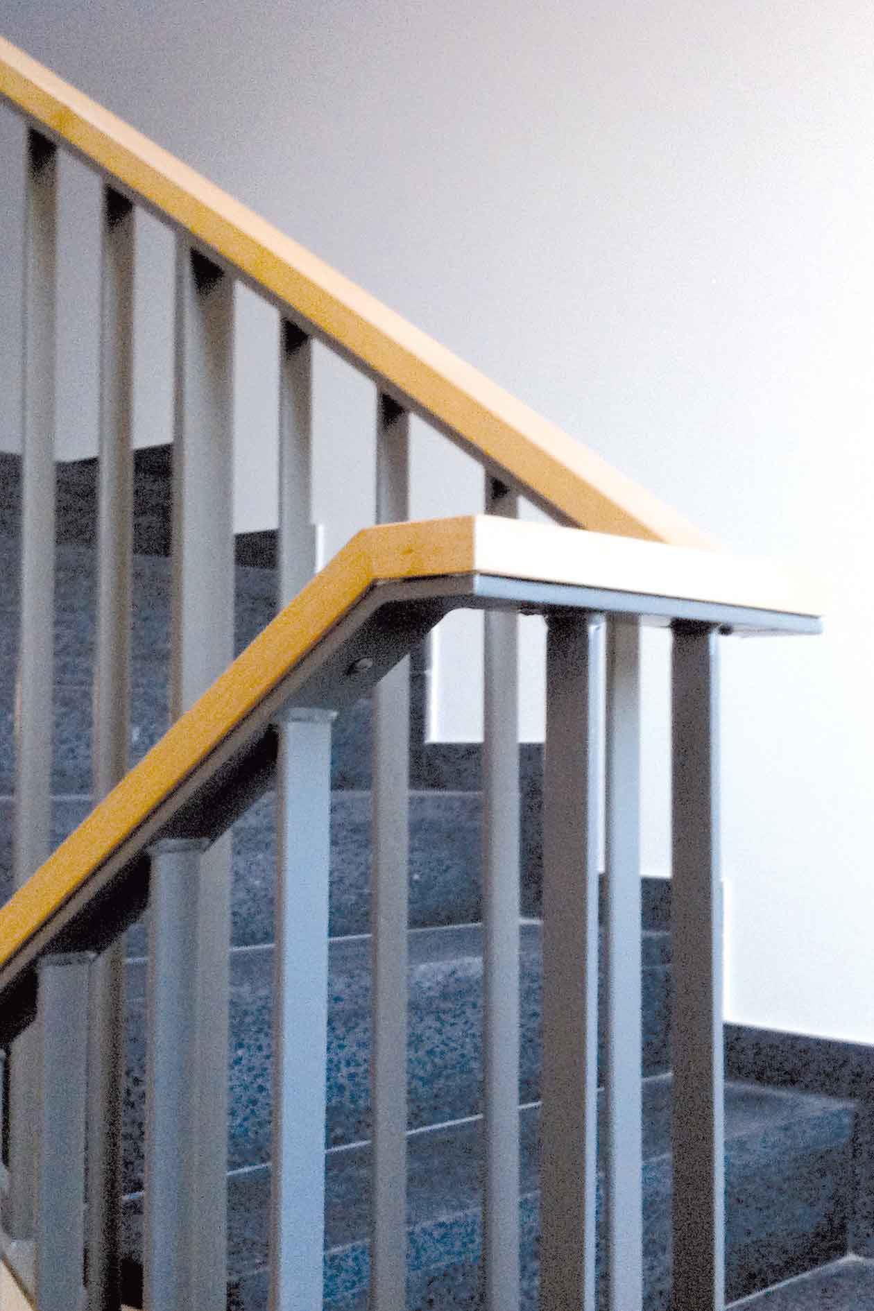Treppengeländer Holz Und Stahl