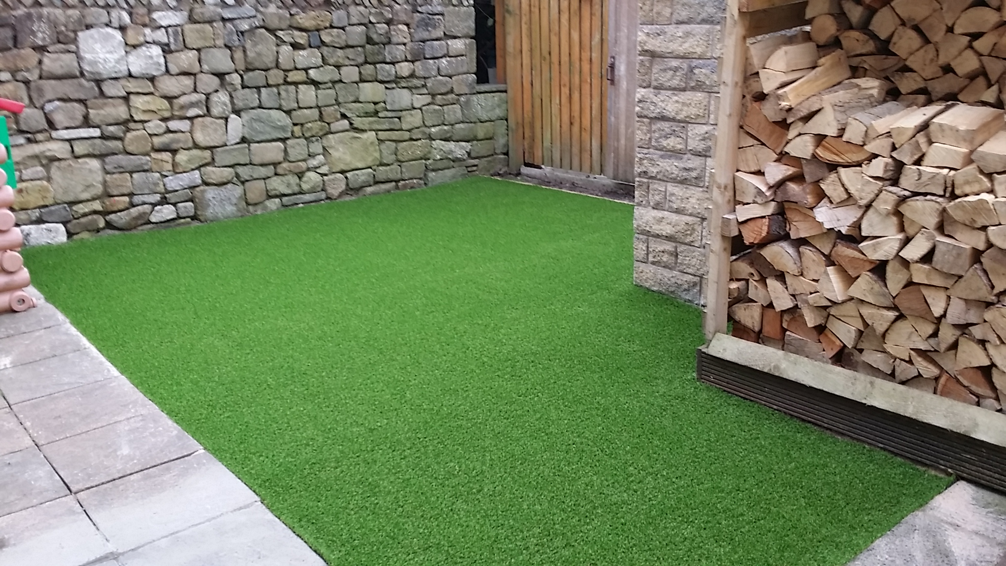 How to lay artificial turf what is the best way to lay for Best way to lay out a garden