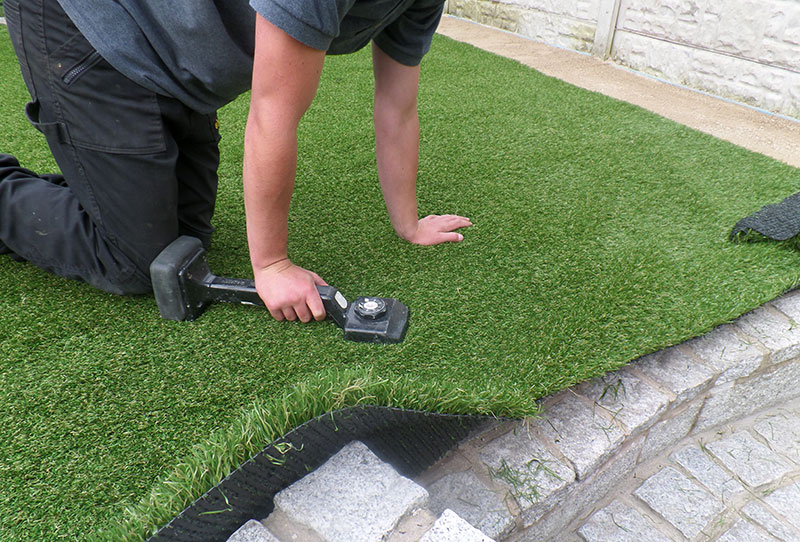 Tips and Guide on How to Lay Fake Grass on Paving Slabs - Artificial Turf  Installation Guide&Articles