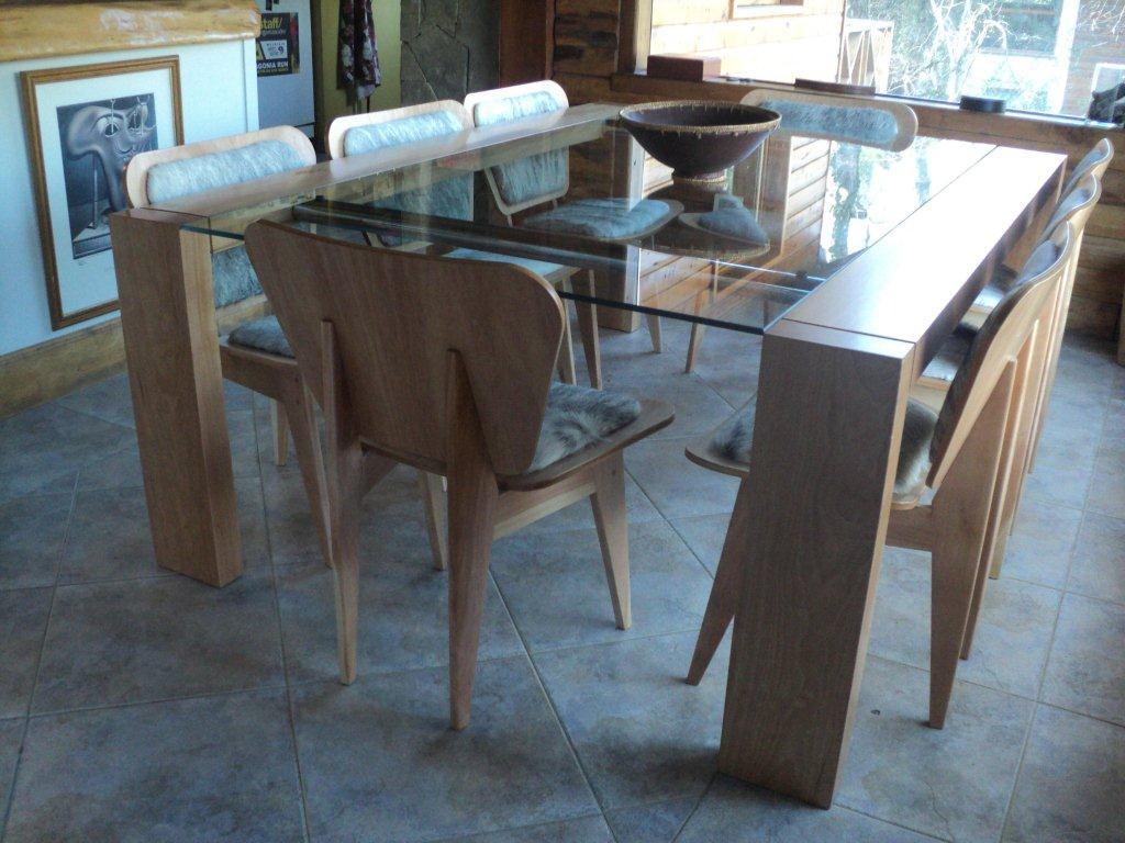 El catango mesa madera y vidrio for Modelos de comedores de vidrio