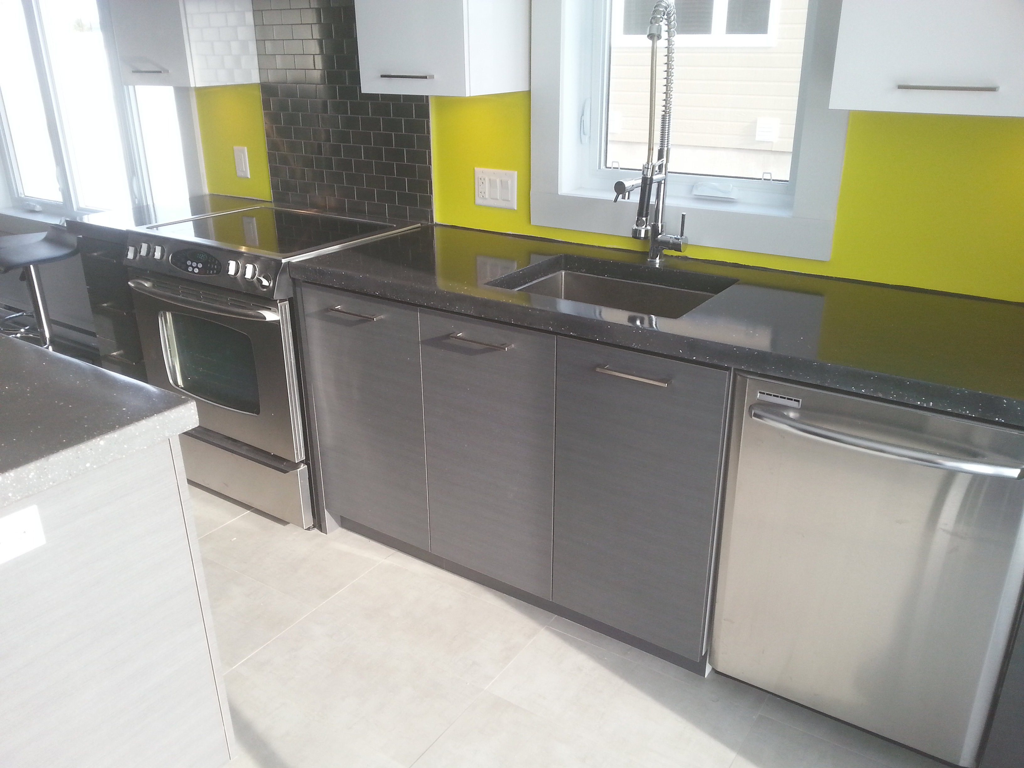 B ton multi surfaces comptoir de cuisine - Comptoir de cuisine noir ...