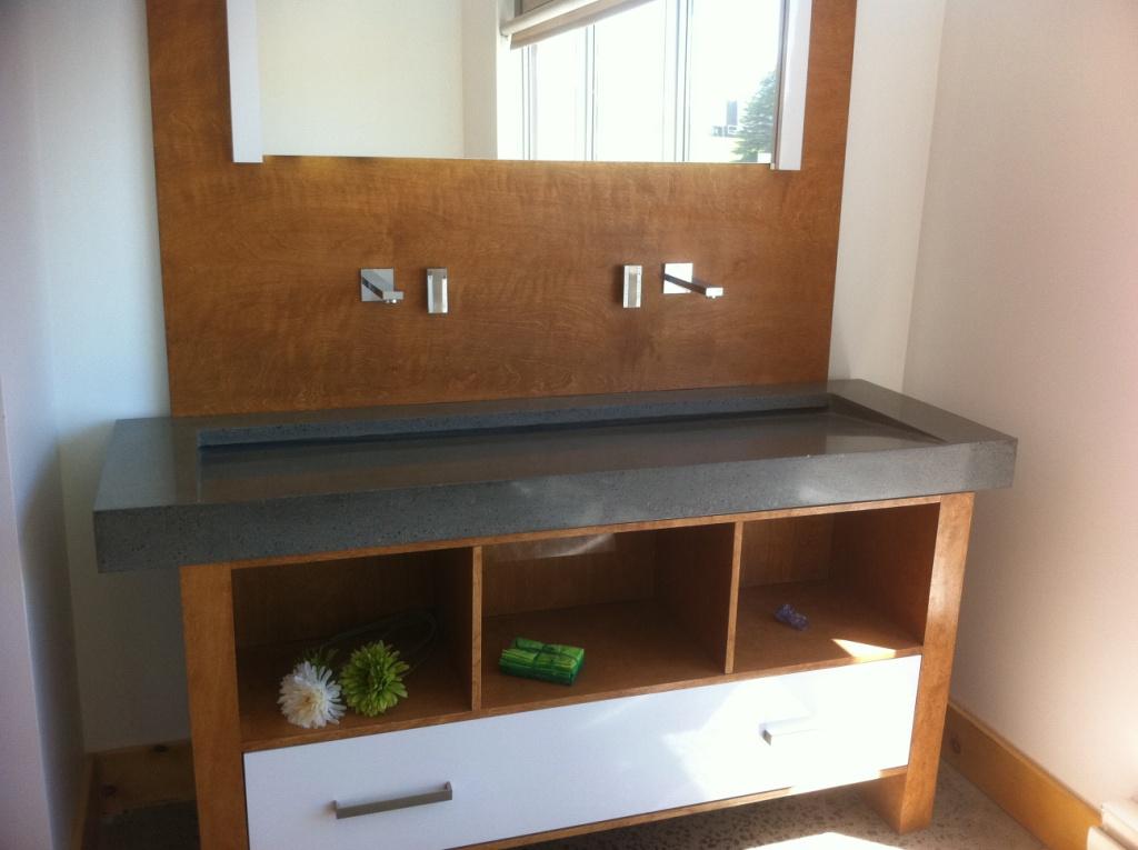 B ton multi surfaces vanit de salle de bain en b ton for Enduit beton salle de bain