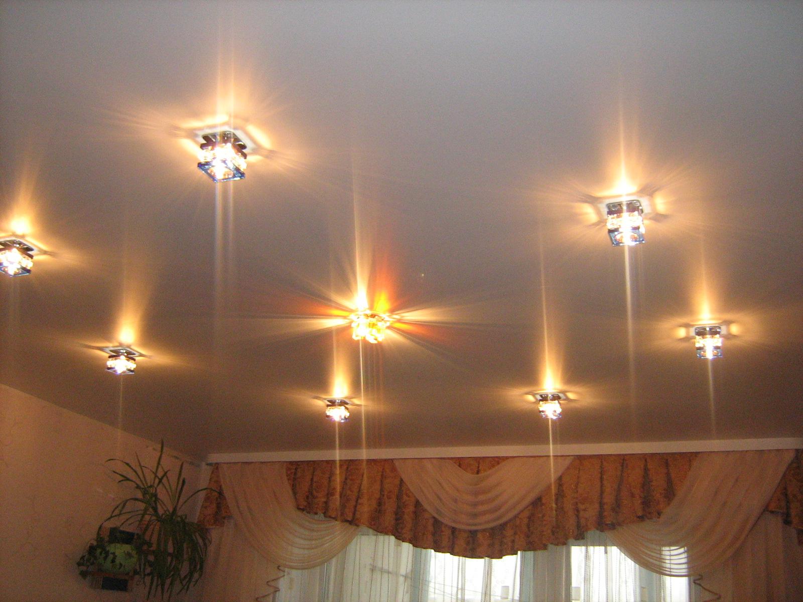 деревянный как разместить светильники на потолке натяжном прогноз
