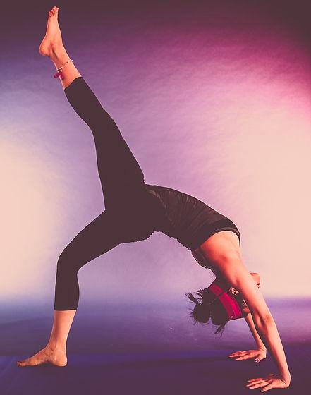 agility-balance-beautiful-girl-12343.jpg