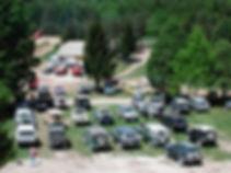 Parkirani Land Roverji na poligonu Rakek
