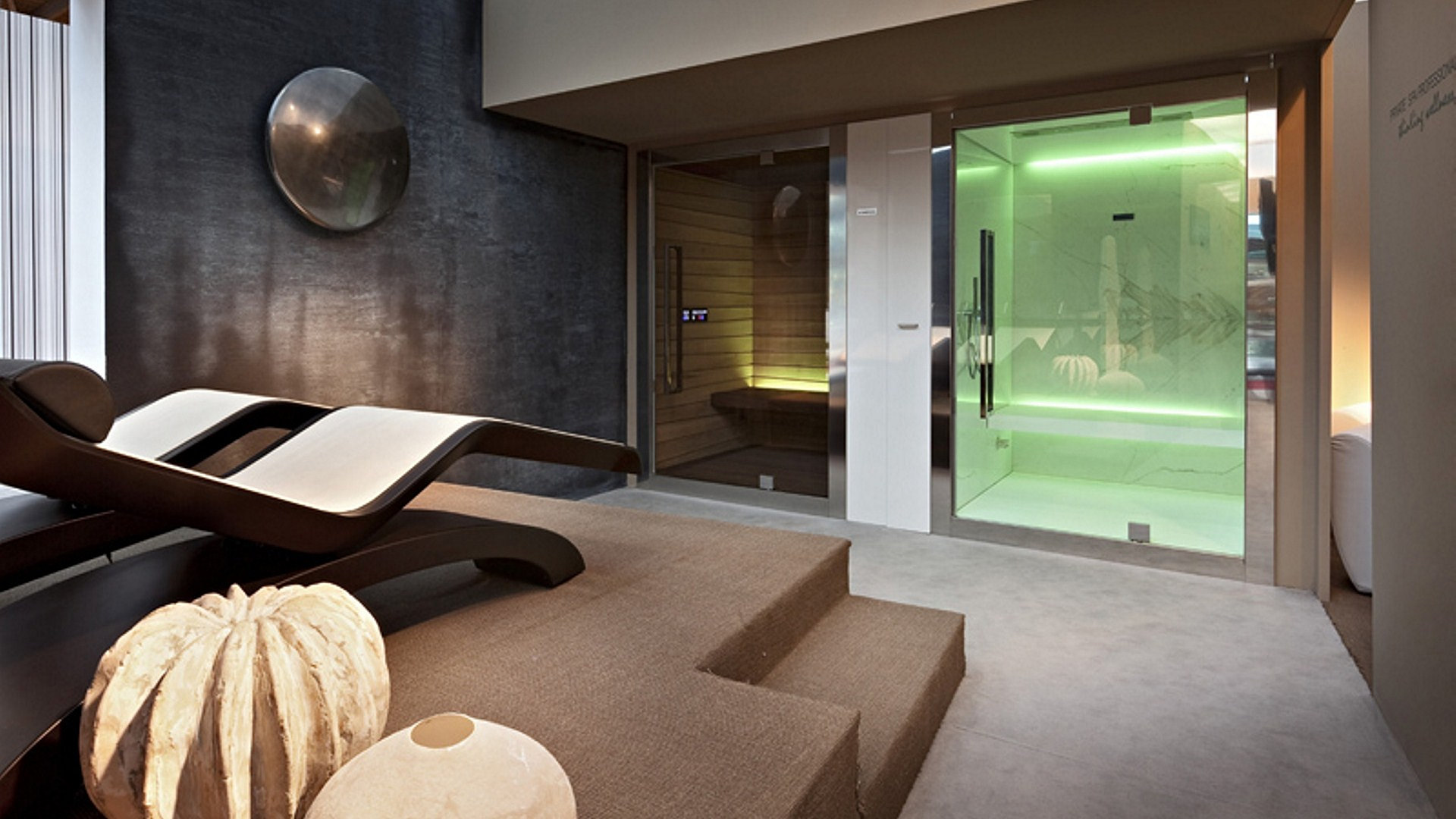 Fabio alemanno design and manufacture exclusive spa for Chaise longue salon