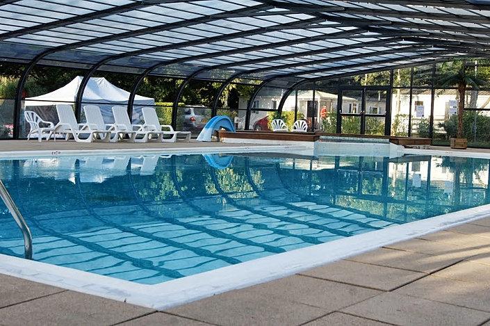 Piscine couverte et chauff e camping l 39 etang gu rande for Camping indre et loire avec piscine couverte