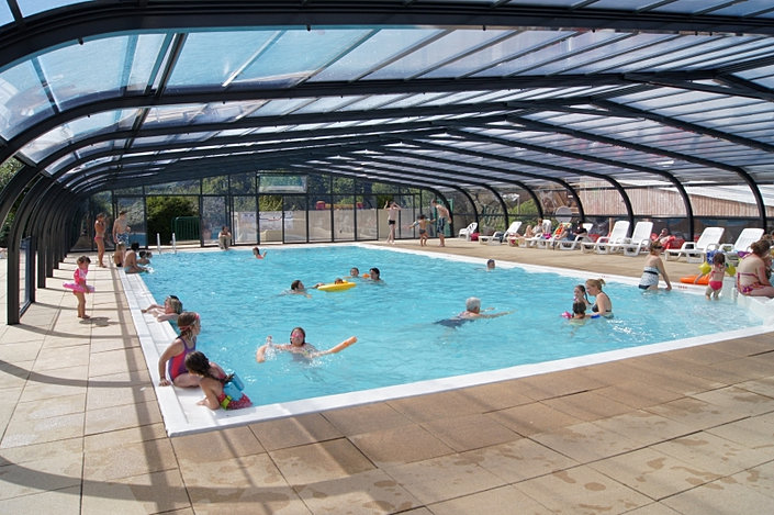Piscine couverte et chauff e camping l 39 etang gu rande for Camping loire atlantique piscine couverte