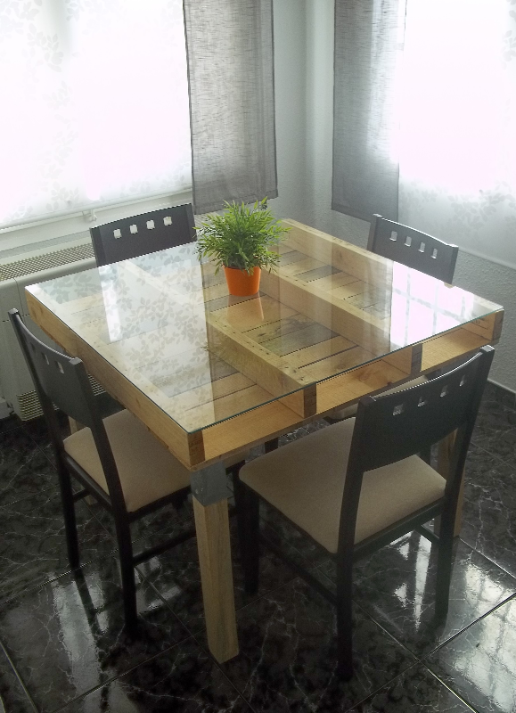 Mesa alta hecha con palets faroe nekodecor arte con pal s palets muebles con palets for Fabrication de table de jardin en palette