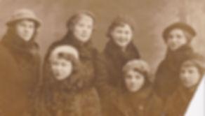 Выпускницы Суджанского педагогического училища. (Пищикова Л.И сидит первая справа).г.Суджа. Фото1938г.