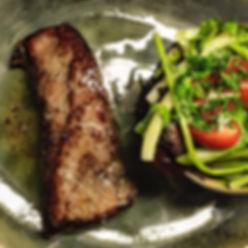 Steak met slaatje