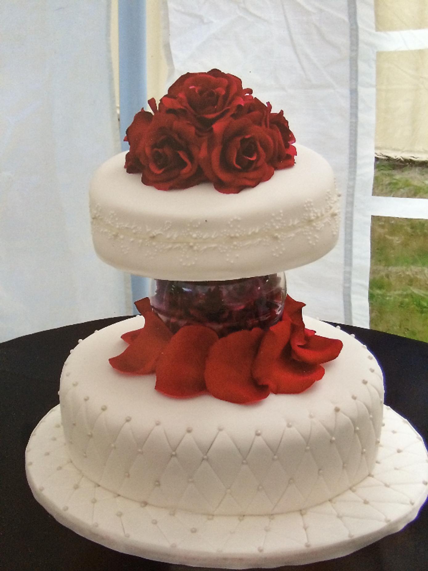 Brisbane wedding cake and flowers