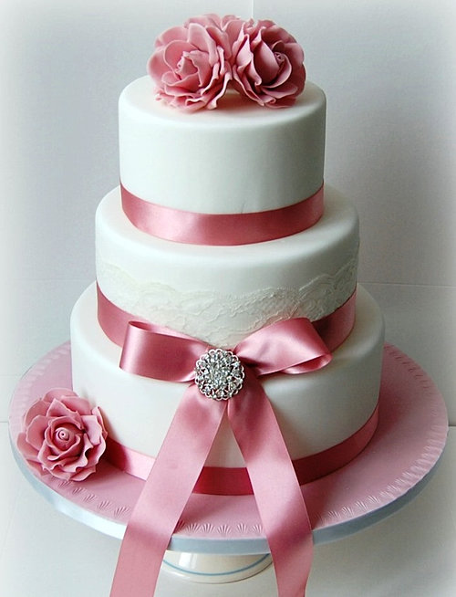 pink wedding cake Brisbane.jpg