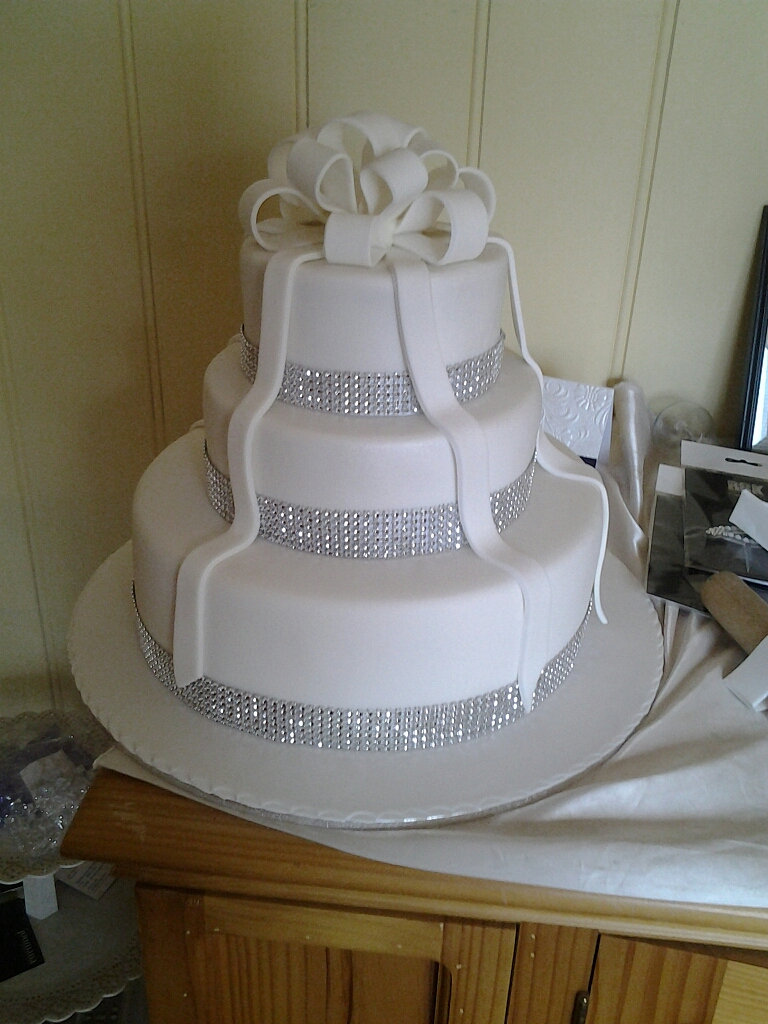 Affordable Wedding Cakes in Sydney by Karen Hill USD350