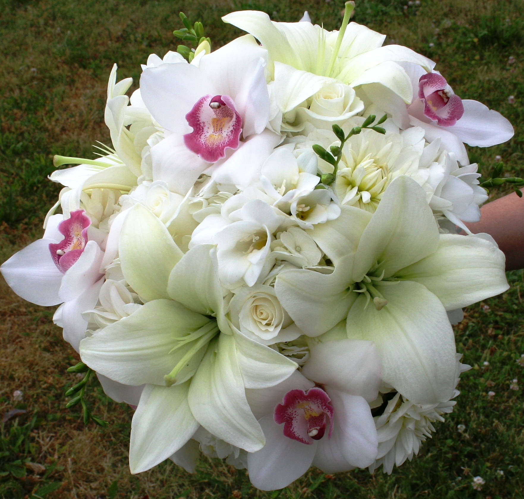Bridal Flowers In November : Brides by design resale boutique white wedding flowers