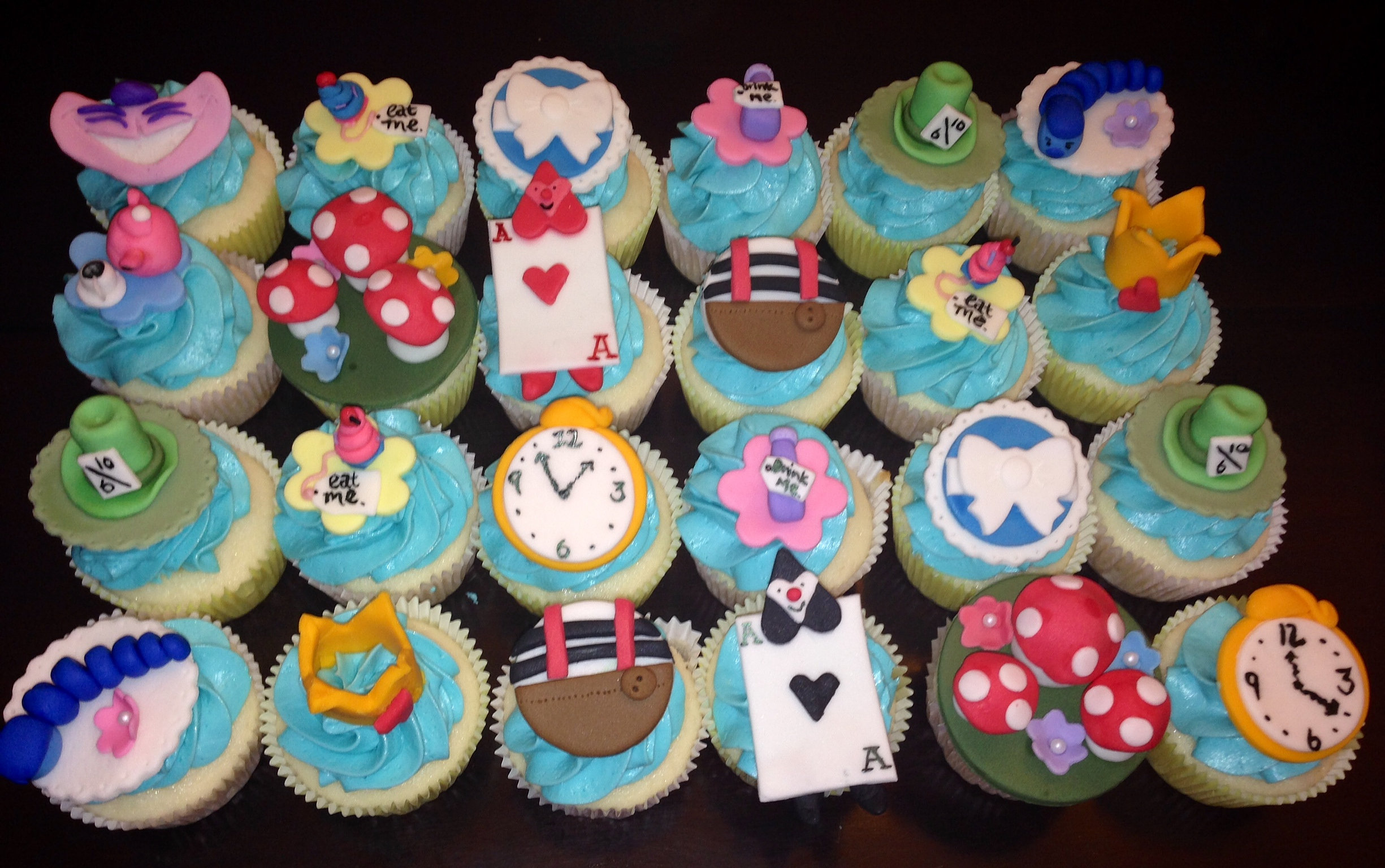 Alice and Wonderland CupcakesEasy Alice In Wonderland Cupcakes