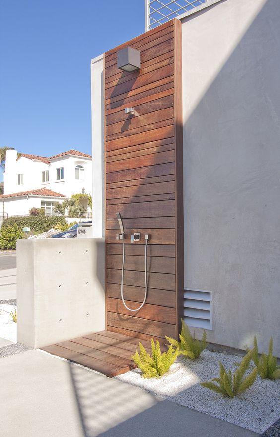 Duchas exteriores para piscinas ideas para darle vida a tu patio interior ducha de diseo java - Duchas exteriores para piscinas ...