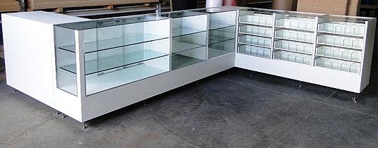 balcão de madeira e vidros