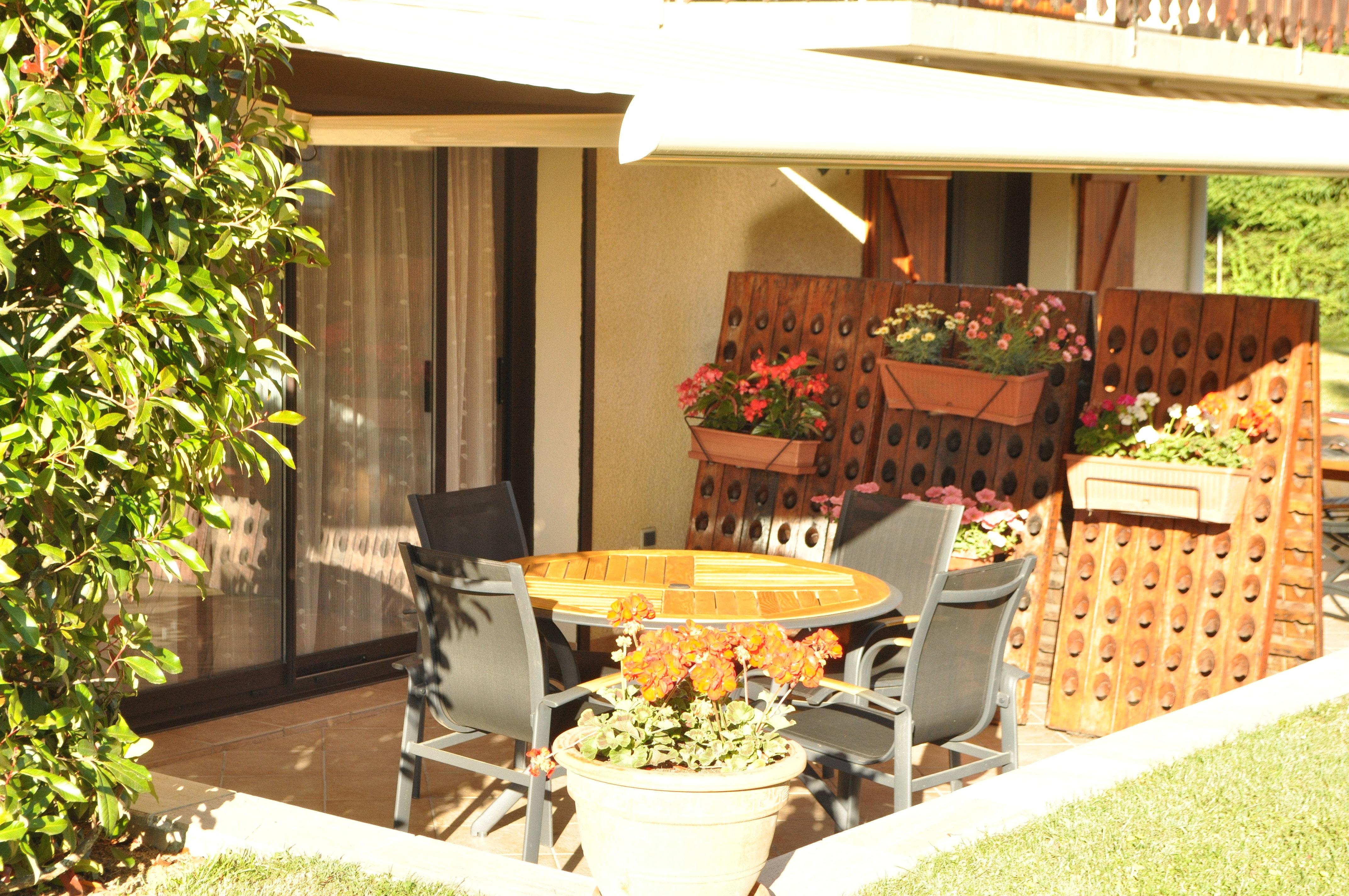 meubl touristique arenthon terrasse. Black Bedroom Furniture Sets. Home Design Ideas
